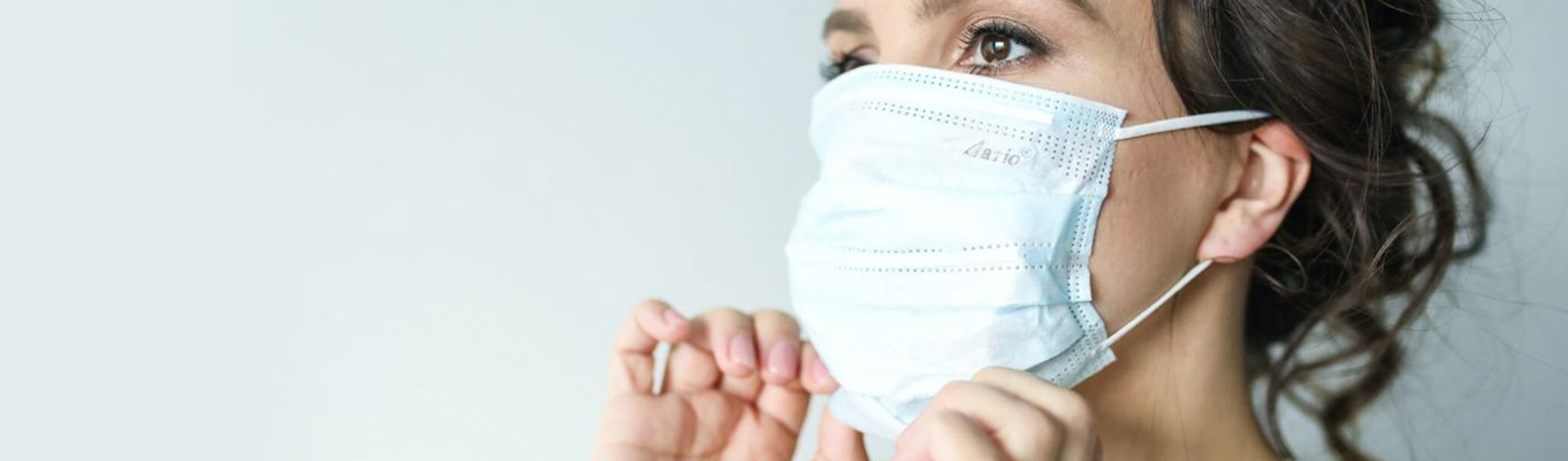 woman wearing a mask to protect against covid